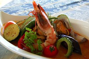 魚介類と三崎港で水揚げされた魚のブイヤベース